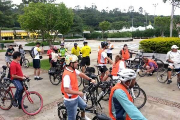 Participantes da Bicicletada Ambiental no Sesc Itaquera