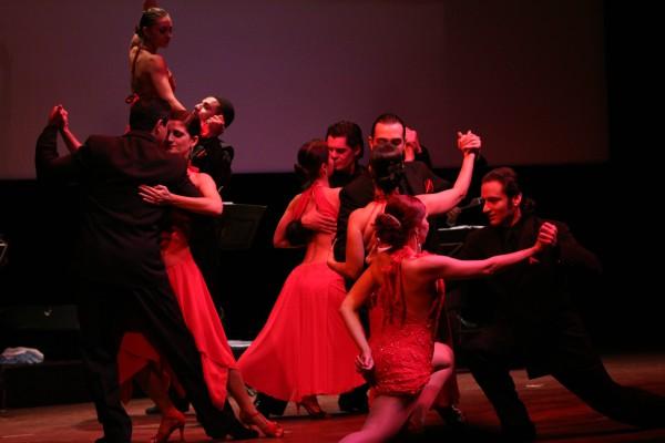 Grupo de tango internacional se apresenta no Teatro Fernando Torres