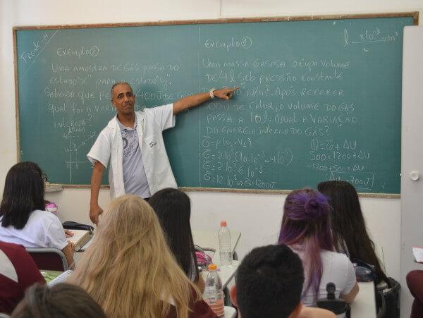 Escolas preparam alunos para o ENEM