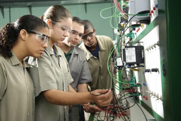 Ensino Técnico ajuda jovens a driblar o desemprego