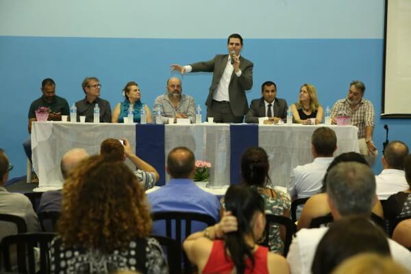 Caue Macris, presidente da Assembleia Legislativa de São Paulo (Alesp) ministra palestra no Colégio Santa Marina