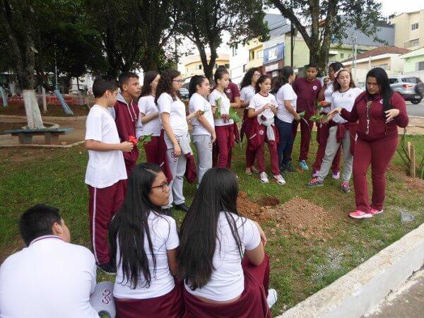Praça em São Mateus vira sala de aula prática