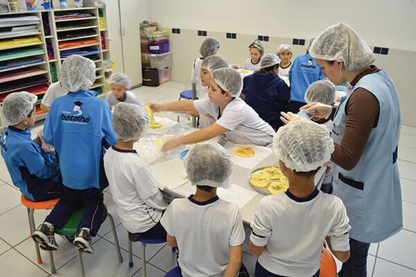 Colégio Batalha, na Vila Matilde, estimula alimentação saudável e integra tema a agrade currícular