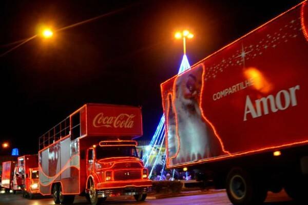 Caravana Iluminada da Coca-Cola passa pelo Shopping Metrô Itaquera