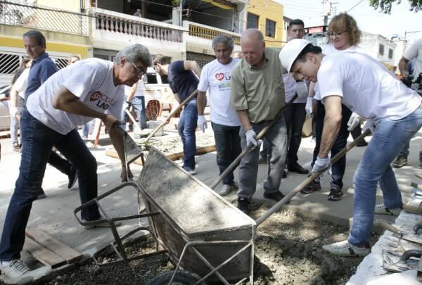 Praça Padre Nelson José Sigrist recebe mutirão do SP Cidade Linda