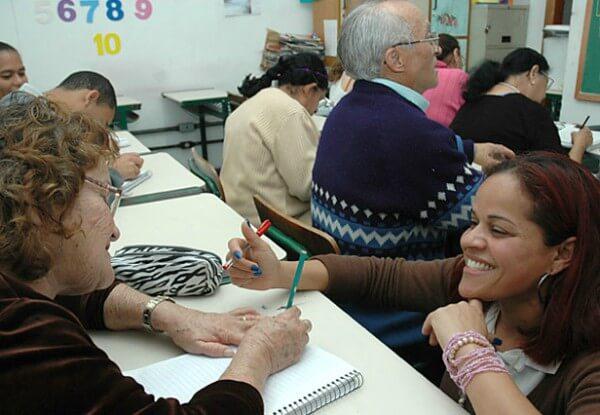 Matrículas para Educação de Jovens e Adultos são abertas em escolas municipais