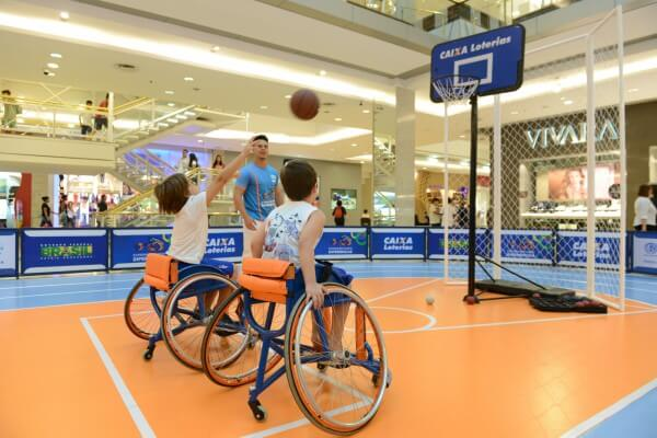 Projeto Experimentando Diferenças monta arena paralímpica no Anália Franco