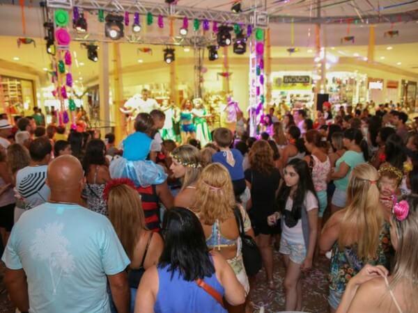 Itaquera Folia agita shopping na zona leste