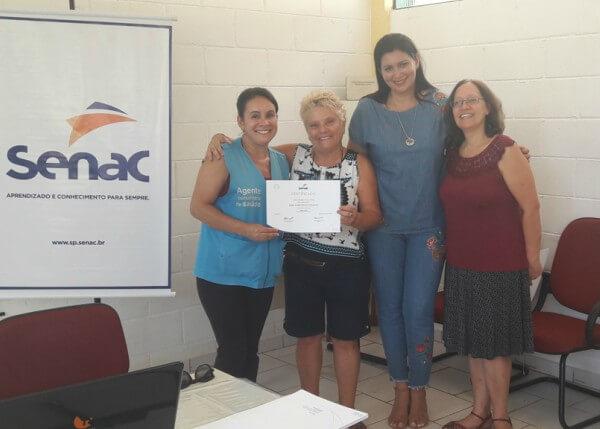 Alunos do curso livre de Horta Caseira na Penha recebem certificado