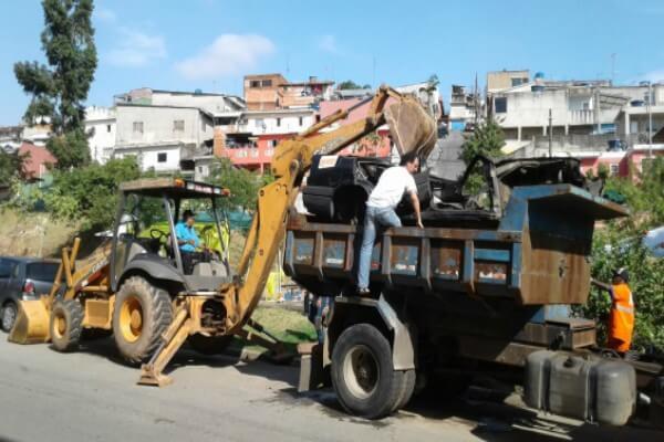 Jd. Itápolis recebe ação do programa Faça Seu Bairro Lindo