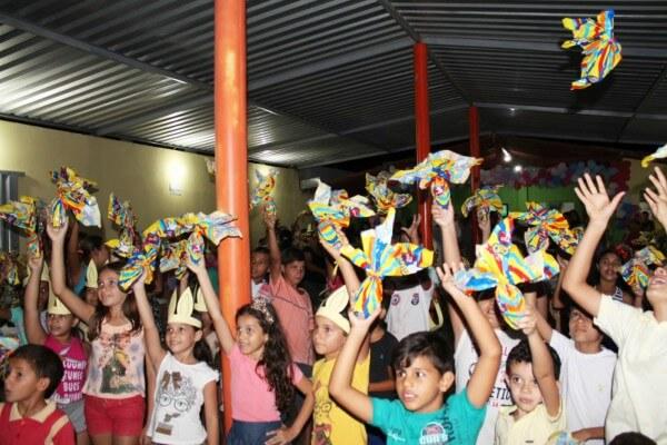 Centro Esportivo Brigadeiro Eduardo Gomes distribui ovos para filhos de terceirizados