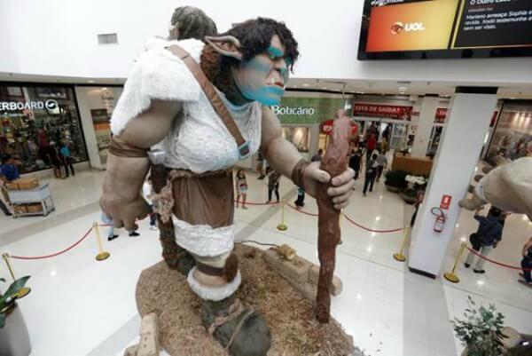 Exposição de Orcs gigantes invade Itaquera