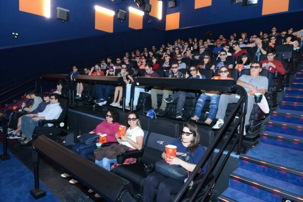 Shopping na zona leste inaugura sala de cinema com efeito neve