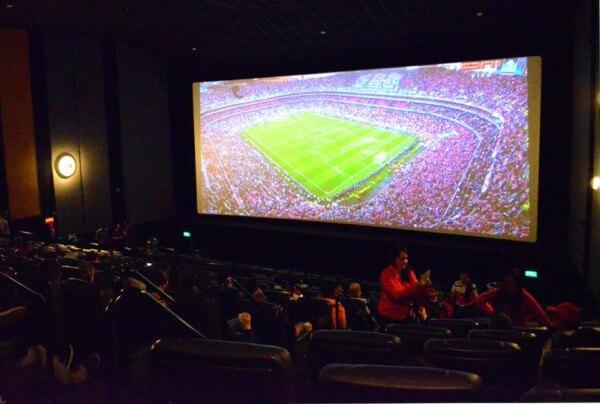Cinema na Vila Prudente transmite jogos da Seleção e final do torneio Mundial de Futebol